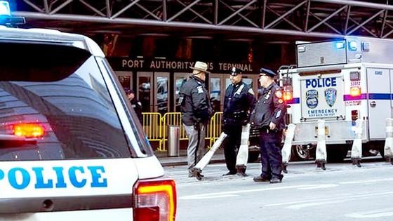 Cảnh sát Mỹ phong tỏa hiện trường vụ khủng bố