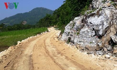 Con đường đấu nối tỉnh lộ 170 với hồ Thác Bà.