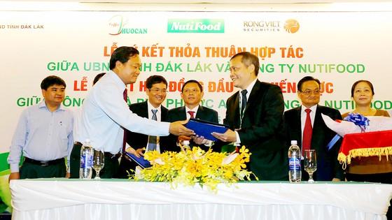 Lễ ký hợp tác thỏa thuận giữa UBND tỉnh Đắk Lắk với doanh nghiệp đầu tư phát triển nông nghiệp công nghệ cao
