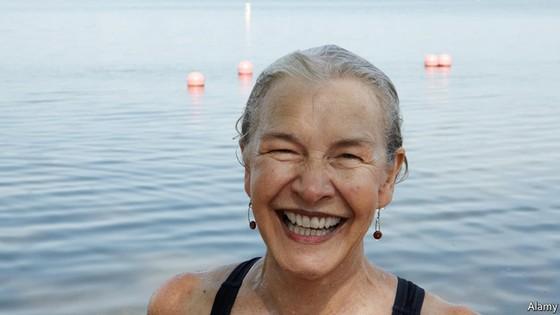 """Đã đến lúc thế giới xem xét lại khái niệm trên 65 tuổi là """"già""""?"""