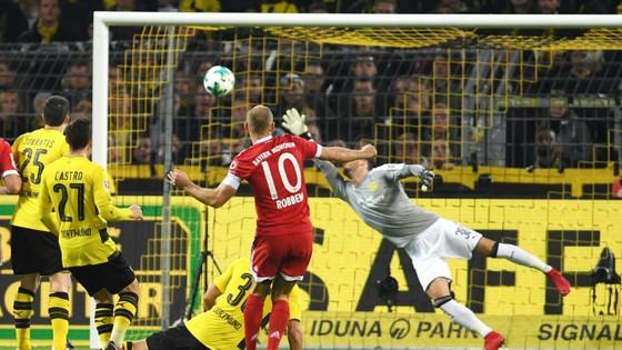 """Một trong ba bàn thắng mà Bayern Munich ghi vào lưới của Dortmund trong trận """"kinh điển"""" của bóng đá Đức. Ảnh: Getty Images"""