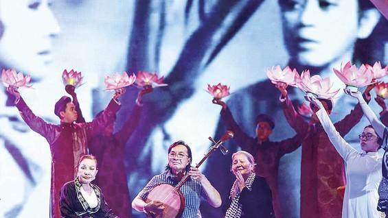 Ba nghệ sĩ gạo cội: Hồng Nga, NSƯT  Thanh Tuấn và NSƯT  Lê Thiện.