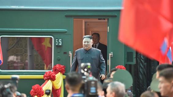 Ông Kim Jong-un đã đến ga Đồng Đăng. Ảnh: REUTERS TV
