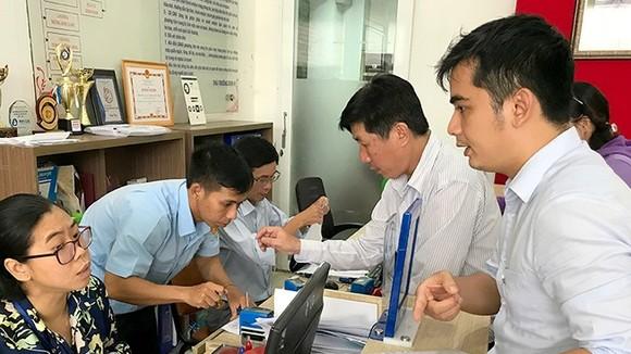 第一郡濱城坊的兩名副本核實幹部每天都忙個不停。