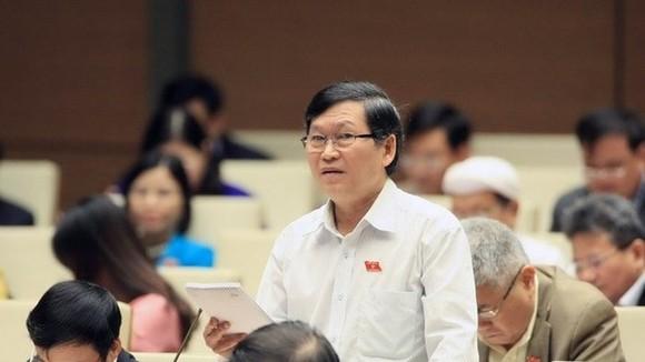 崑嵩省專職國會代表團副團長蘇文八在議場上發言。(圖源:越通社)