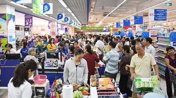 Customers at a Saigon Co.op supermarket in HCMC (Photo: SGGP)