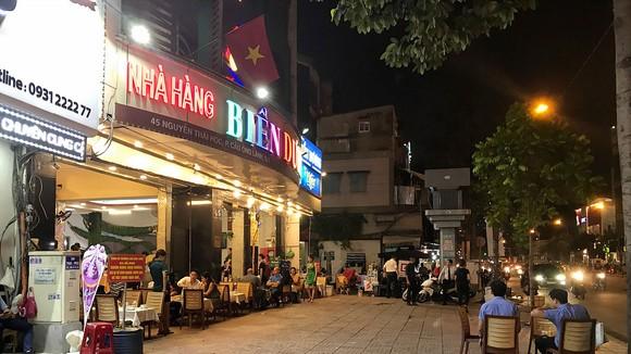 Vỉa hè trên đường Nguyễn Thái Học (quận 1) đã thông thoáng cho người bộ hành