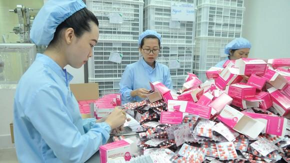 Sản xuất thuốc cung ứng bình ổn thị trường tại Công ty AGIMEXPHARM     Ảnh:CAO THĂNG
