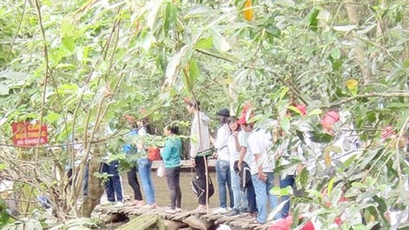 Students visit Xeo Quyt in Dong Thap province Photo: SGGP