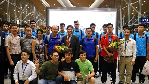 Vietnam's football team arrives in Kuala Lumpur for final first leg