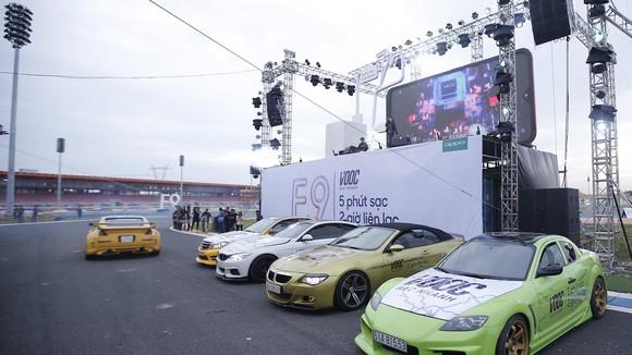 OPPO F9 đã ra mắt với VOOC và những chiếc xe đua đầy ý nghĩa