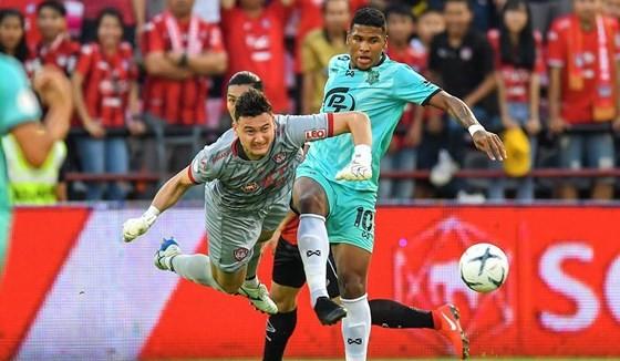 Thủ môn Văn Lâm đang gặp cạnh tranh từ các thủ môn ở V-League