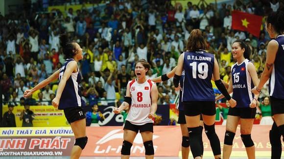 Niềm vui chiến thắng của đội tuyển nữ VIệt Nam. Ảnh: MINH HOÀNG