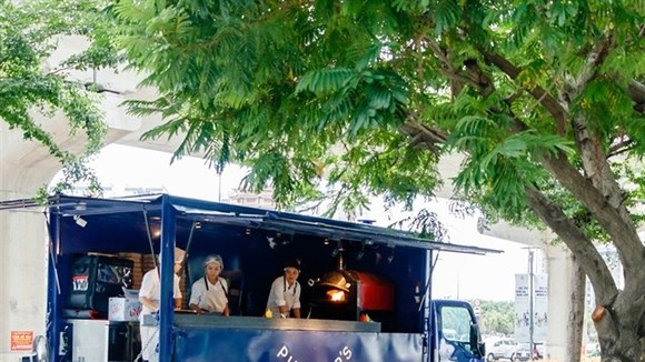 With new food trucks rolled out in districts 1, 2 and 7, HCM City is now offering outdoor dining experiences to both locals and visitors. (Photo courtesy of Pizza 4P's)