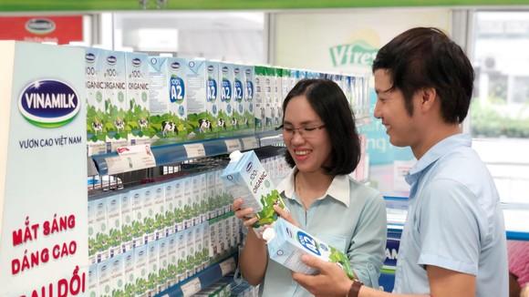 Nguồn gốc và giá cả là một trong những yếu tố ảnh hưởng đến quyết định của người tiêu dùng khi chọn mua sữa tươi