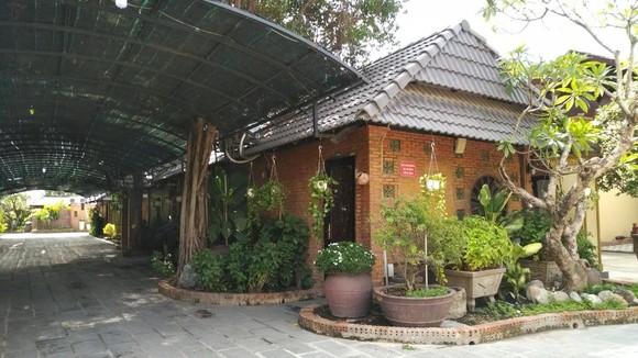 Một công trình vi phạm xây dựng quy mô ở huyện Bình Chánh. Ảnh: C.VIÊN