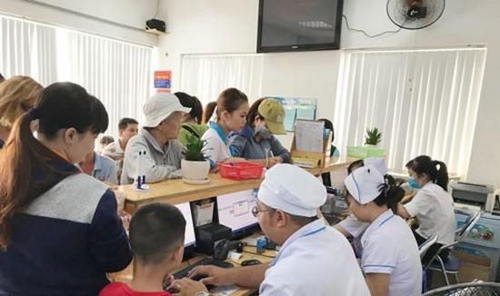 病人在鈴春全科診所診治病。