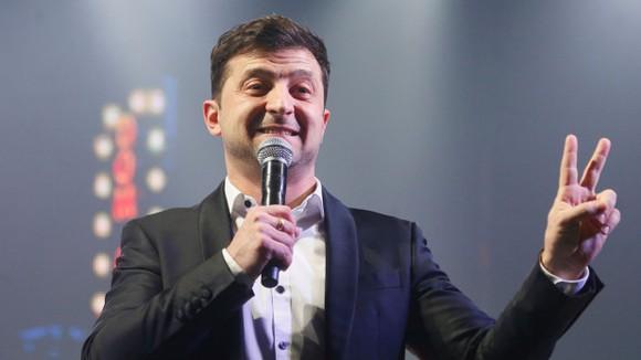 喜劇演員澤連斯基當選新一屆烏總統。(圖源:AP)