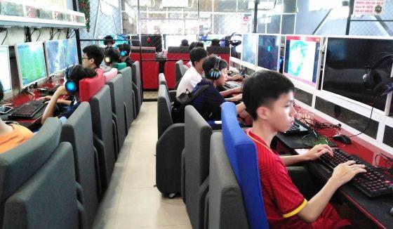 舊邑郡范文昭街一家網絡遊戲店的大多數客戶是少兒。