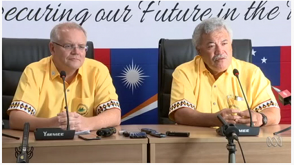 當地時間8月16日,澳洲總理莫里森(左)和圖瓦盧總理索帕加在新聞發佈會上。(圖源:ABC News)