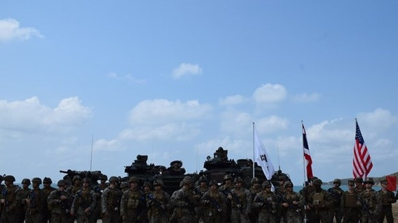 Marines of Thailand, the Republic of Korea (RoK) and the US conducted an amphibious assault exercise at Hat Yao Beach in Thailand's southeastern province of Chon Buri on February 16. (Photo: VNA)