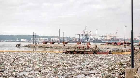 Waste clearing in Durban port, South Africa on April 28, 2019. Illustrative image (Source: AFP/VNA)