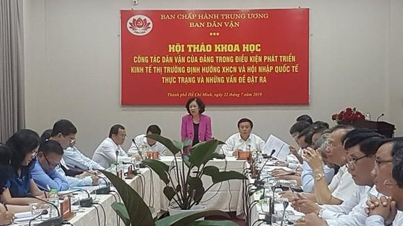 Đồng chí Trương Thị Mai phát biểu tại hội thảo