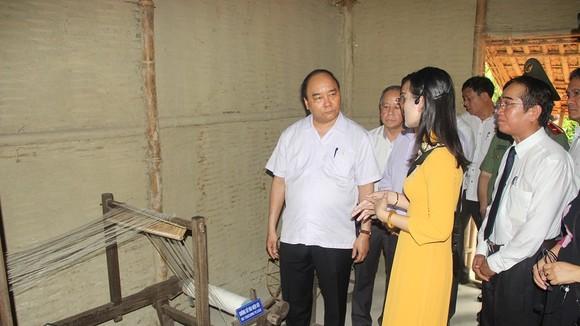 Thủ tướng Nguyễn Xuân Phúc cùng các đồng chí lãnh đạo Đảng và Nhà nước thăm Nhà lưu niệm Bác Hồ tại Huế