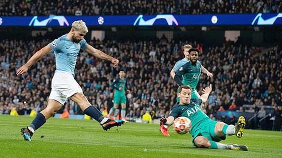 Dù nỗ lực giành chiến thắng, Man.City (trái) vẫn không thể đi tiếp. Ảnh: Getty Images