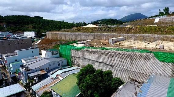 Tường Dự án Đồi Xanh Nha Trang chưa được cấp phép nhưng đã làm gần xong