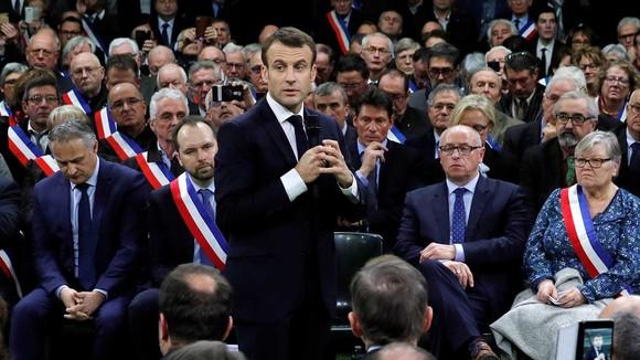 Cuộc gặp giữa Tổng thống Macron với hơn 600 thị trưởng vùng Normandie