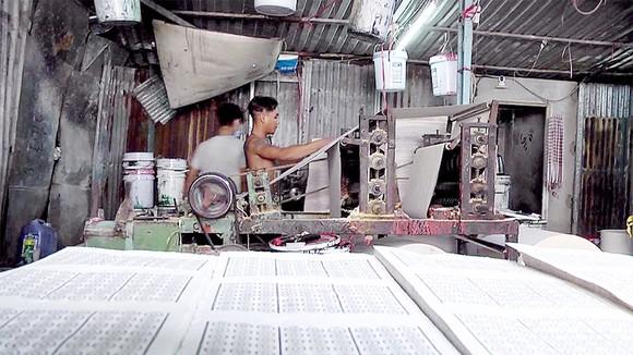 Cơ sở sản xuất vàng mã trên đường Nguyễn Duy, quận 8