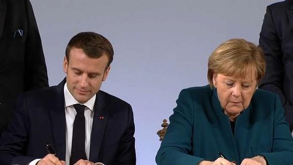Thủ tướng Đức Merkel và Tổng thống Pháp Macron ký Hiệp ước Aachen. Nguồn: BFMTV.COM