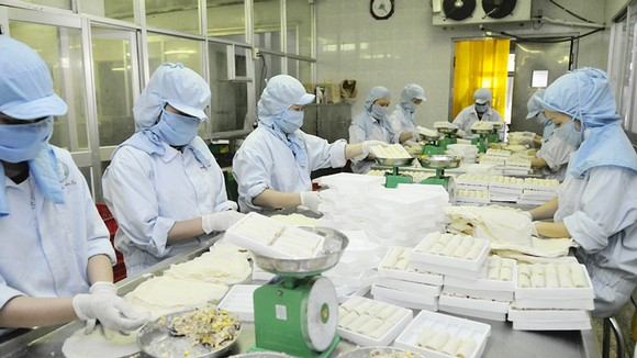 Chế biến thực phẩm cung ứng bình ổn thị trường tại Tổng Công ty Nông nghiệp Sài Gòn    Ảnh: CAO THĂNG