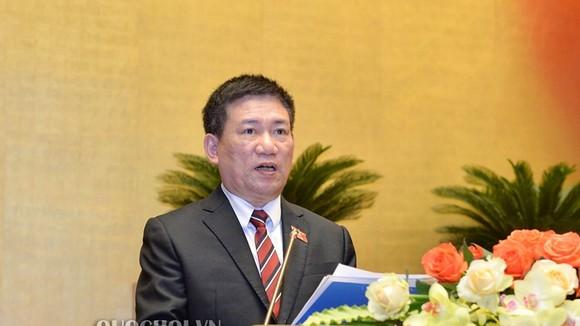 Tổng Kiểm toán Nhà nước  Hồ Đức Phớc trình bày báo cáo kiểm toán quyết toán ngân sách nhà nước năm 2017. Ảnh: Quochoi