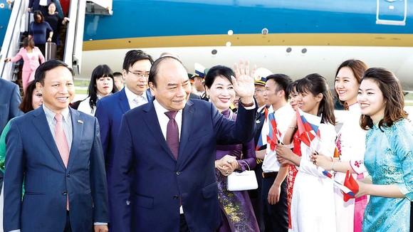 Lễ đón Thủ tướng Nguyễn Xuân Phúc và phu nhân tại sân bay Pulkovo 1. Ảnh: TTXVN