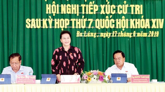 Chủ tịch Quốc hội Nguyễn Thị Kim Ngân tiếp xúc cử tri quận Cái Răng, TP Cần Thơ