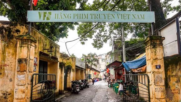 Hãng phim truyện Việt Nam là thí dụ điển hình trong việc săn đất vàng thông qua CPH DNNN.