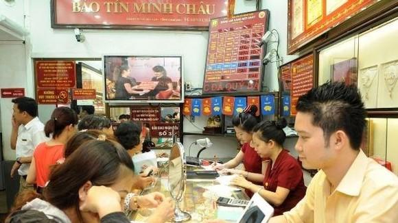 Giao dịch vàng tại Bảo Tín Minh Châu. (Nguồn: CTV)