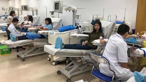Người dân tham gia hiến máu