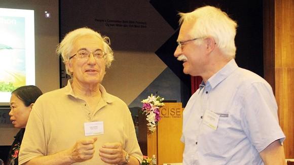 Các Giáo sư Vật lý trao đổi tại ICISE