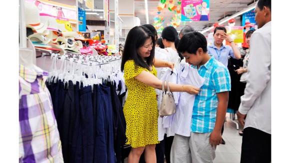 Hàng may thời trang Việt được người tiêu dùng dần lựa chọn