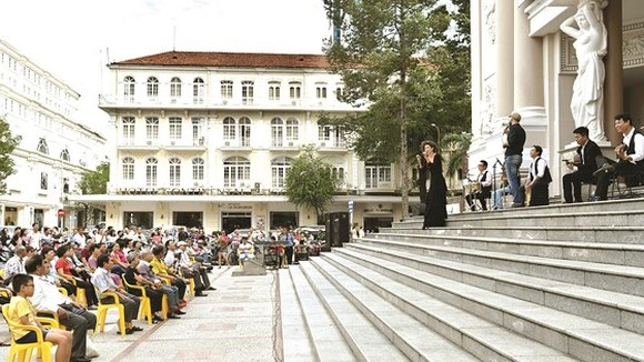 An outdoor concert in the municipal Opera House