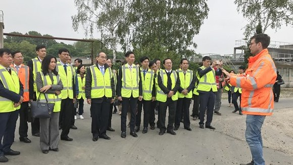 The HCMC's delegation visited Nereda wastewater treatment plants in Utrecht. (Photo: Sggp)