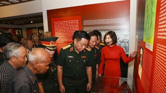 The exhibition gives a deep impression to visitors. (Photo: Sggp)