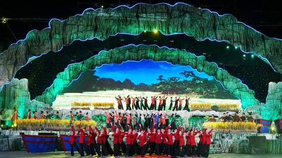 An art performance at the opening ceremony (Photo: baoquangbinh)