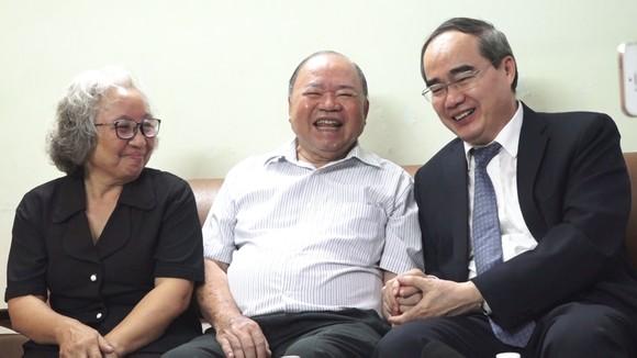 Bí thư Nguyễn Thiện Nhân thăm các nhà giáo lão thành