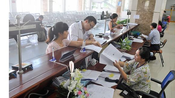 Giải quyết hồ sơ thuế cho doanh nghiệp tại Cục Thuế TPHCM      Ảnh: CAO THĂNG