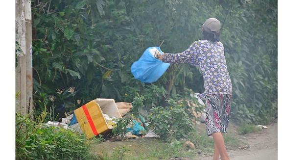Bỏ rác bừa bãi sẽ bị phạt nặng  Ảnh: THÀNH TRÍ