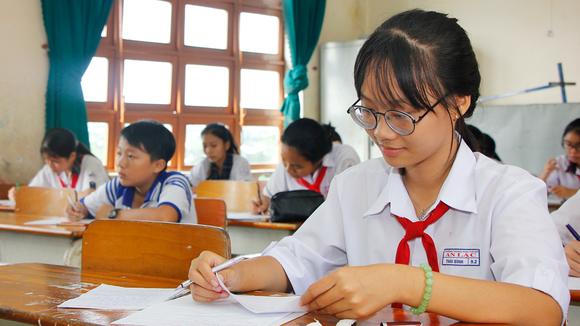 Thí sinh quận Bình Tân, TPHCM - đơn vị cuối cùng tổ chức vòng thi cấp quận cuộc thi Văn hay chữ tốt năm 2017 vào sáng 21-10-2017. Ảnh: ĐẶNG NHUNG